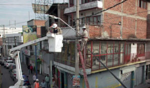 Instalación de luminarias en La Piedad.