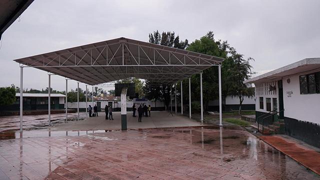 Amado Romero techo primaria