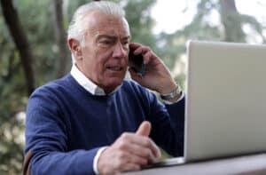 adultos mayores redes sociales