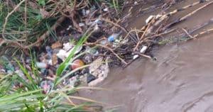 cuerpo mujer canal aguas negras Uruapan
