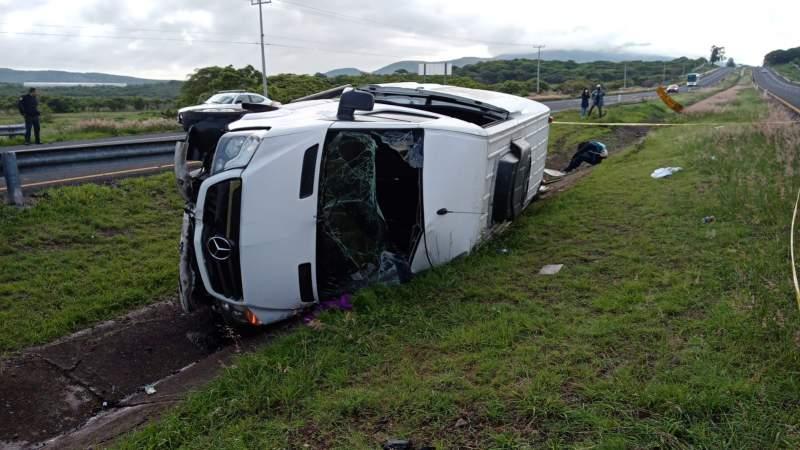 volcadura Churintzio El Salto furgoneta