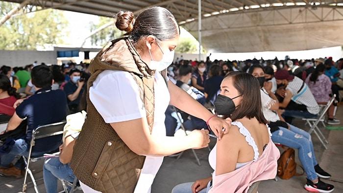 vacuna centennials La Piedad
